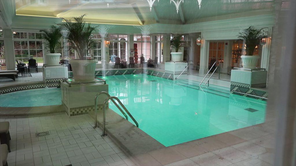 swimming pool disneyland hotel Paris