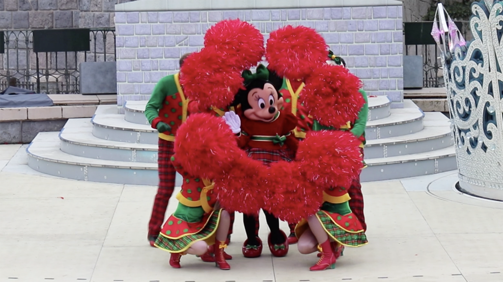 Minnie Mouse at Un Noël FantaStitch | A Merry Stitchmas